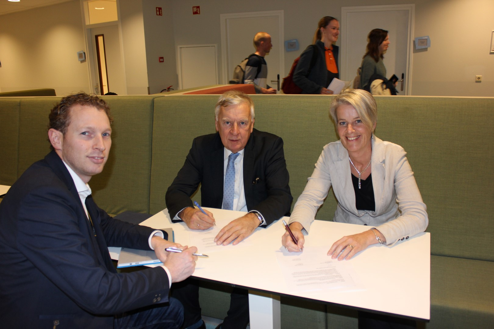 Ondertekening ICT Valley.jpg