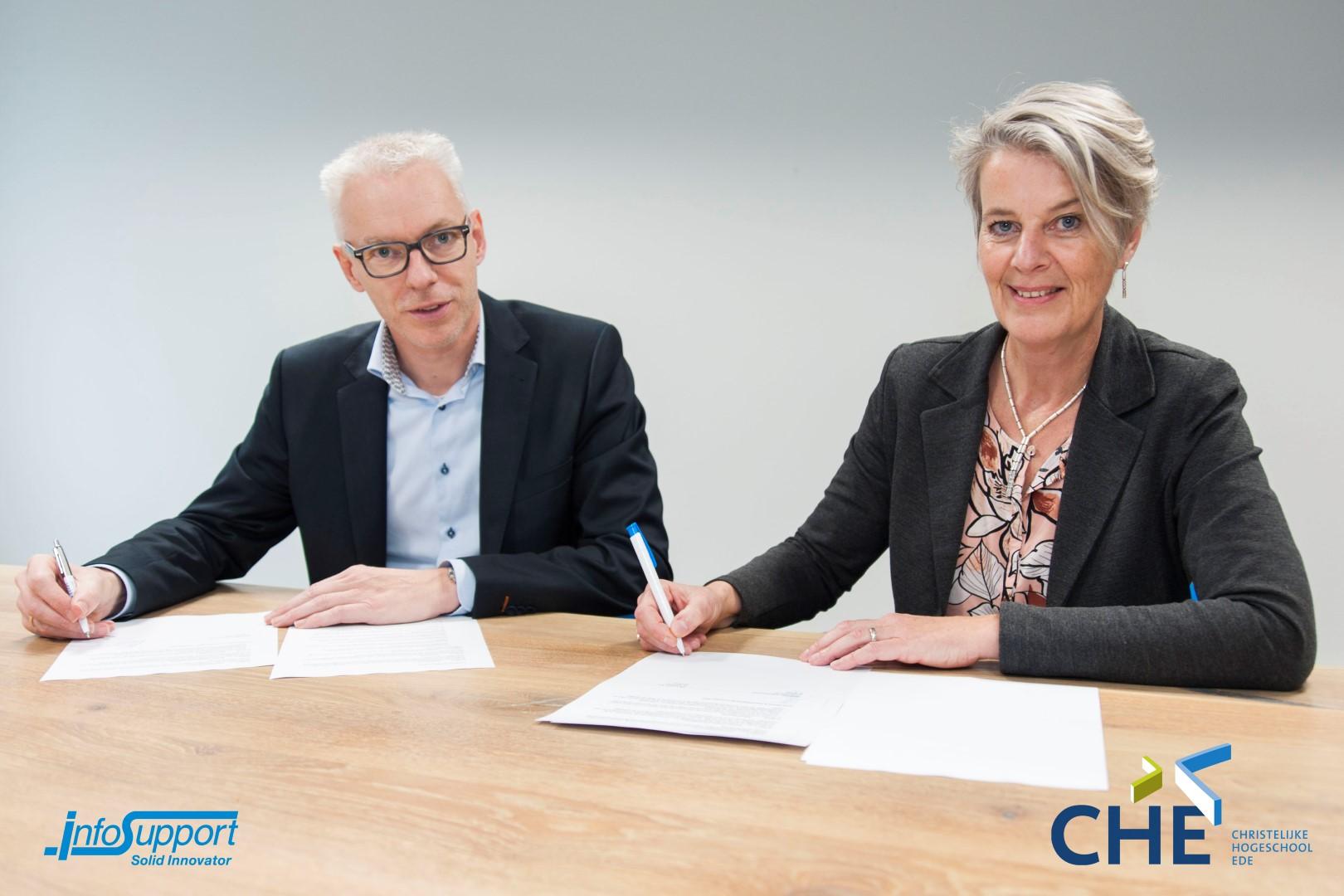 Samenwerking CHE en Info Support_ondertekening LOI (Large).jpg